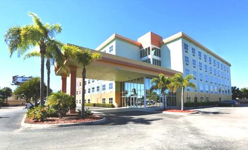 Allure Suites - Fort Myers - Rakennus