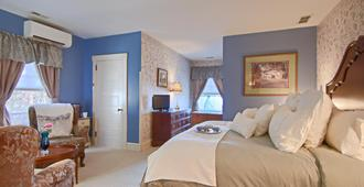 North Lodge on Oakland Bed and Breakfast - Asheville - Bedroom