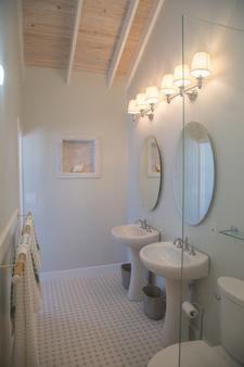 Ocean Tally - Upper Bogue - Bathroom