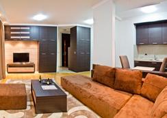 Garni Hotel Apart K - Belgrade - Living room