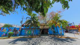 Hostel Playa by the Spot - Playa del Carmen - Rakennus