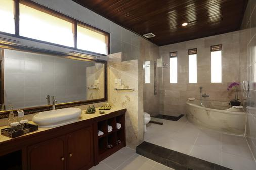 Bali Tropic Resort & Spa - South Kuta - Bathroom