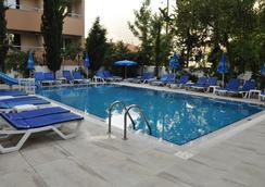 Kleopatra Celine Hotel - Alanya - Bể bơi