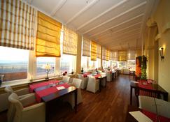 Strandhotel Hohenzollern - بوركوم - مطعم