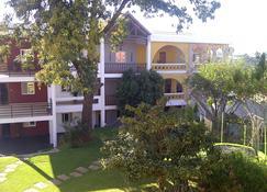 Hôtel H1 Antsirabe - Antsirabe - Edificio