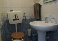 West Coast Surf Hostel - Lourinhã - Bathroom