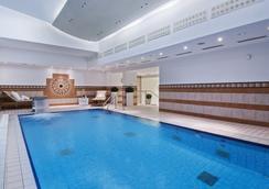 Hilton Munich Park - Munich - Bể bơi