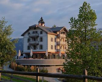 Romantik Hotel The Alpina Mountain Resort & Spa - Tschiertschen-Praden - Edificio