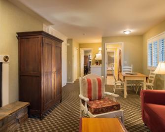 Cambria Pines Lodge - Камбрія - Living room