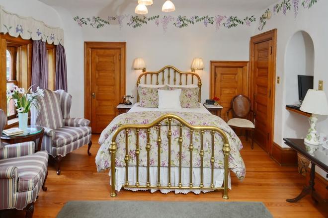 Capitol Hill Mansion Bed and Breakfast Inn - Denver - Bedroom