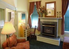 Capitol Hill Mansion Bed and Breakfast Inn - Denver - Living room