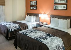 Clarion Inn And Suites Dfw North - Irving - Phòng ngủ
