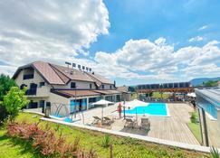 16 Lakes Hotel - Grabovac - בניין