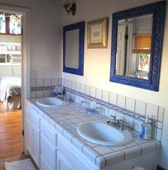 Secret Garden Inn And Cottages - Santa Barbara - Bathroom
