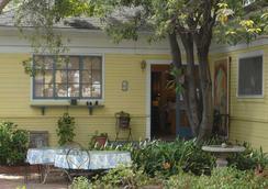Secret Garden Inn And Cottages - Santa Barbara - Outdoors view