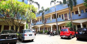 RedDoorz @ Karet Pedurenan 3 - Южная Джакарта - Здание