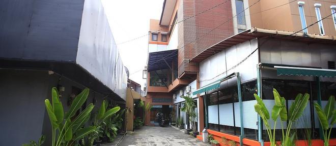 RedDoorz @ Pangeran Antasari - South Jakarta - Outdoors view