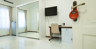 RedDoorz Plus @ Tendean - South Jakarta - Room amenity