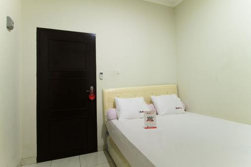 RedDoorz @ Pancoran - South Jakarta - Bedroom