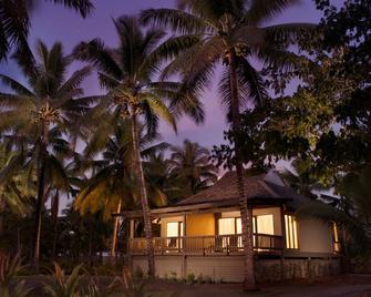 Doubletree Resort By Hilton Hotel Fiji - Sonaisali Island - Nadi - Building