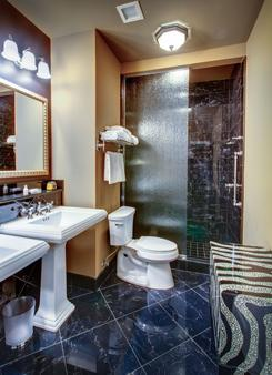 Hotel Mazarin - New Orleans - Bathroom