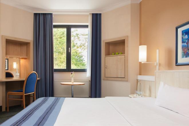 Intercityhotel Magdeburg - Magdeburg - Bedroom