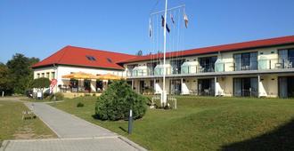 Aparthotel am Heidensee - Schwerin (Mecklenburg-Vorpommern) - Building