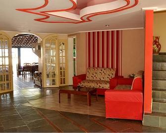 Hotel Brisa dos Abrolhos - Alcobaça - Rezeption
