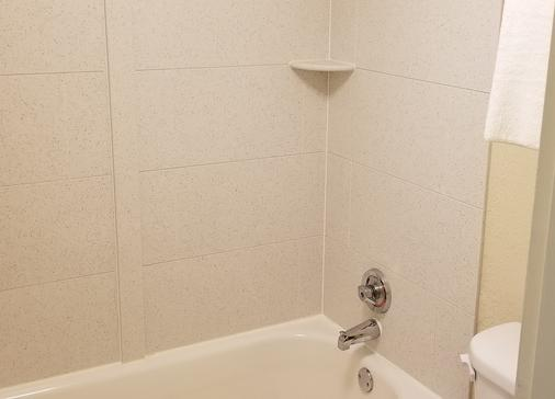 Red Roof Inn Marion - Marion - Bathroom