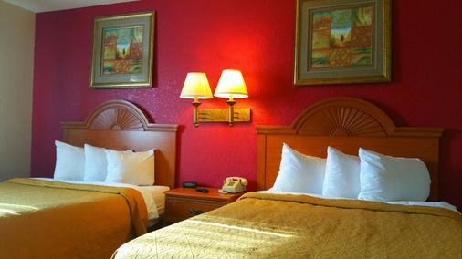 Baymont Inn & Suites Perrysburg - Perrysburg - Schlafzimmer