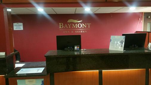 Baymont Inn & Suites Perrysburg - Perrysburg - Rezeption