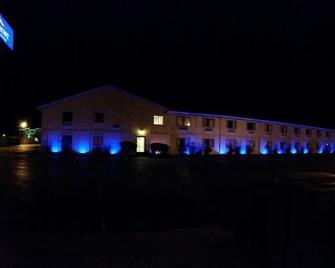 Baymont Inn & Suites Perrysburg - Perrysburg - Gebouw