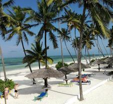 非洲陽光海灘水療渡假村 - 布韋朱