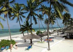 African Sun Sea Beach Resort & Spa - Занзибар - Пляж