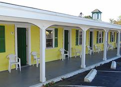 Jonathan Edwards Motel - Dennis Port - Building