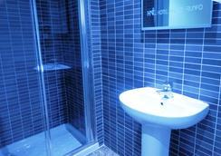 Hotel Nuevo Triunfo - Barcelona - Bathroom