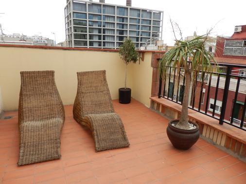 Hotel Nuevo Triunfo - Barcelona - Balcony