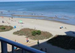 布魯大西洋濱海套房酒店 - 麥爾托海灘 - 默特爾比奇 - 海灘