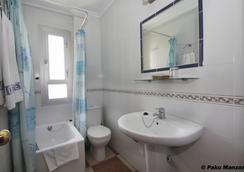 Hotel Sevilla - Almería - Bathroom