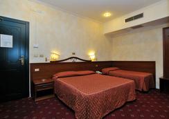 維爾吉廖酒店 - 羅馬 - 羅馬 - 臥室