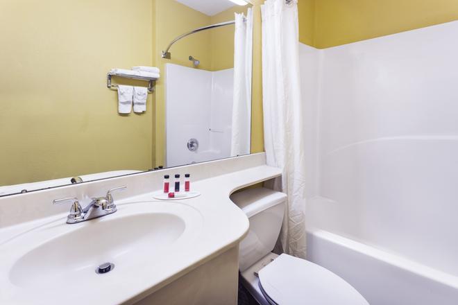 Econo Lodge Savannah Gateway I-95 - Savannah - Bathroom