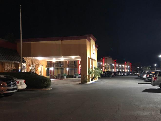 Econo Lodge Savannah Gateway I-95 - Savannah - Building