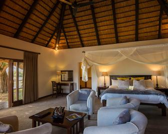 Inyati Game Lodge - Sabie Park - Bedroom