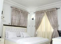 Davvy Hotels & Apartments - Port Harcourt - Bedroom