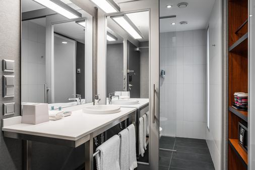 Aloft Kiev - Kyiv - Bathroom