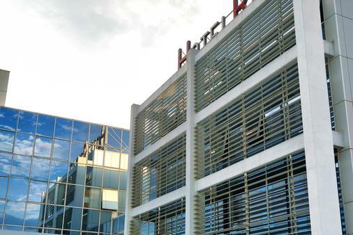 Hotel Rebro - Zagreb - Building