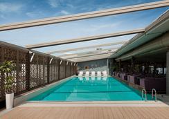 CVK Park Bosphorus Hotel Istanbul - Istanbul - Uima-allas