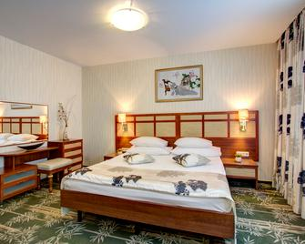Izmailovo Alfa Hotel - Moskau - Schlafzimmer