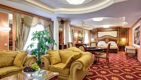 Izmailovo Alfa Hotel - Moscú - Habitación