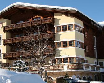 Hotel Schwarzer Adler - Tannheim - Building